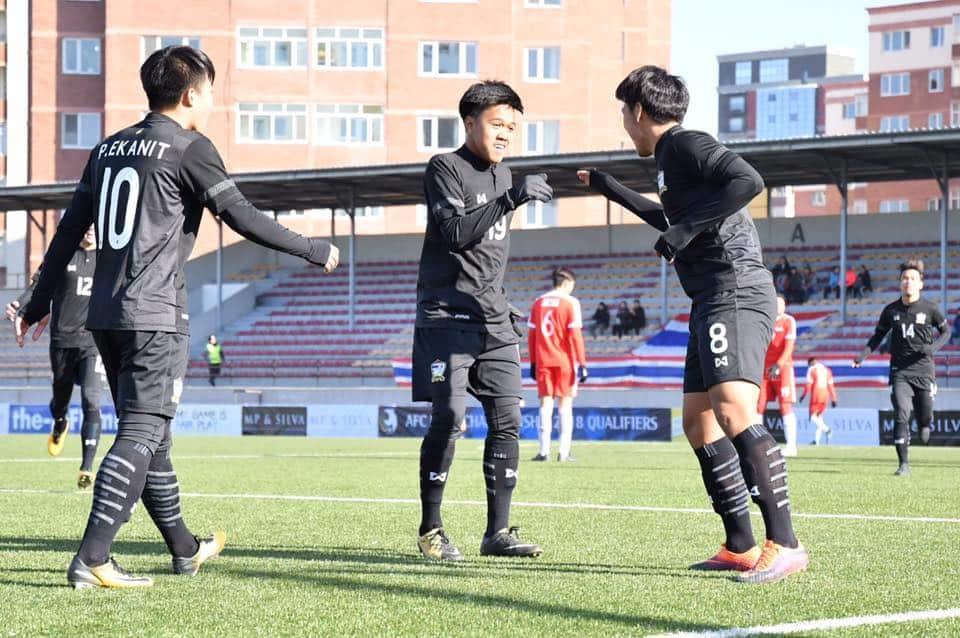 """ประเดิมสวย! """"สิทธิโชค"""" แฮตทริกช้างศึก U19 ทุบสิงโปร์ 3-1 ศึกคัดเอเชีย"""
